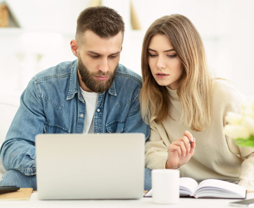 couple-applying-for-bad-credit-loan-online